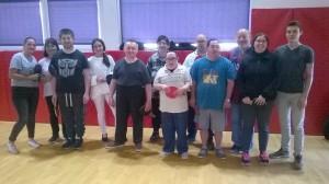 Les bénéficiaires de l'Albe, leurs éducateurs et Kevin, en service civique au club.
